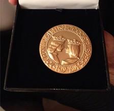 El Doctor Carlos Cuesta recibe la Medalla de Oro en el foro Europa 2001