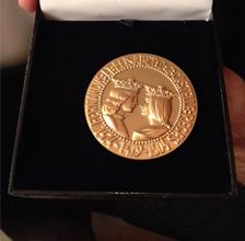 Medalla-Foro-europeo-Carlos-Cuesta